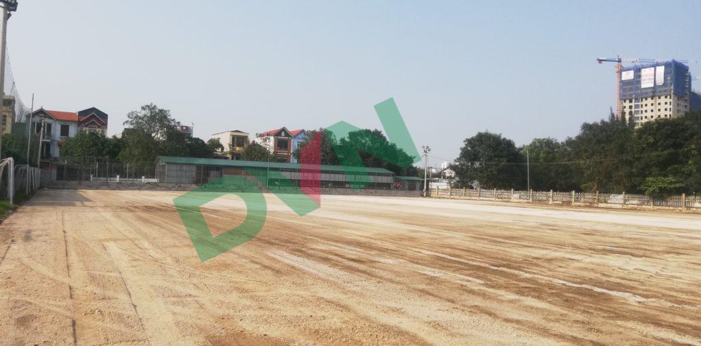 1,Một số hình ảnh thi công sân bóng cỏ nhân tạo VietKids 2