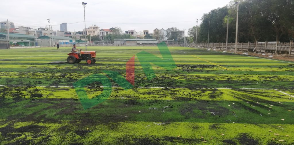 1,Một số hình ảnh thi công sân bóng cỏ nhân tạo VietKids 9