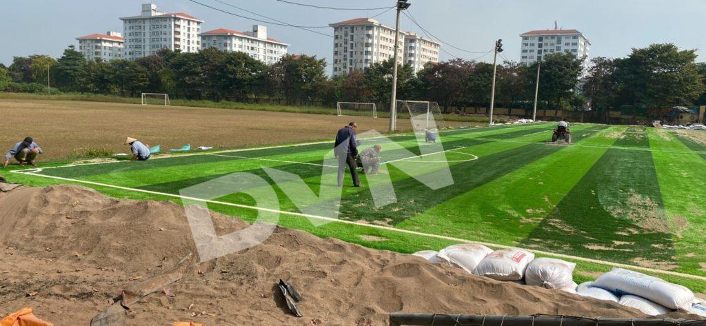 1,Một số hình ảnh thi công sân bóng cỏ nhân tạoNhà thi đấu Gia Lâm 6