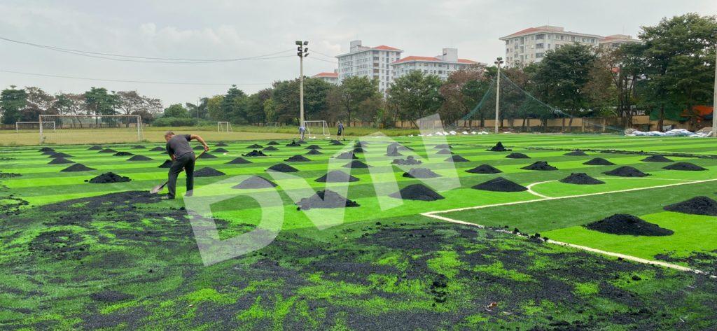 1,Một số hình ảnh thi công sân bóng cỏ nhân tạoNhà thi đấu Gia Lâm 7
