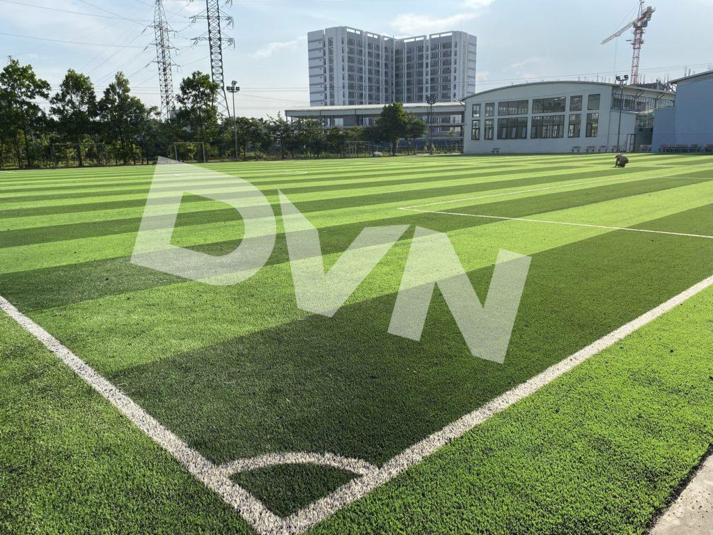 1,Một số hình ảnh thi công sân bóng cỏ nhân tạoTrường Tiểu học, THCS và THPT Hồng Đức 9