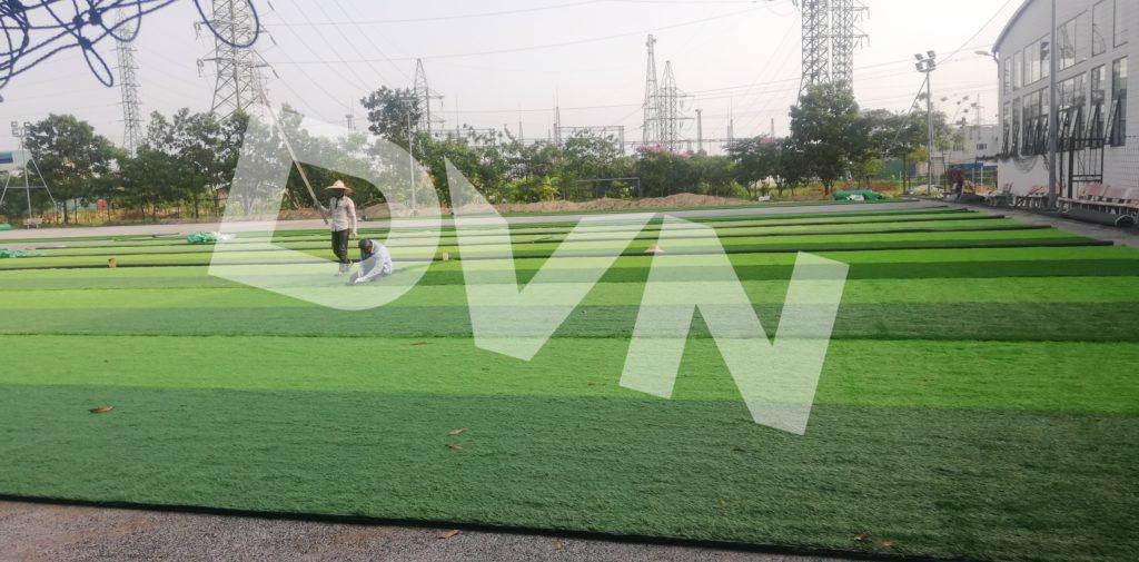 1,Một số hình ảnh thi công sân bóng cỏ nhân tạoTrường Tiểu học, THCS và THPT Hồng Đức 3