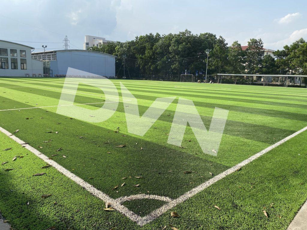 1,Một số hình ảnh thi công sân bóng cỏ nhân tạoTrường Tiểu học, THCS và THPT Hồng Đức 6
