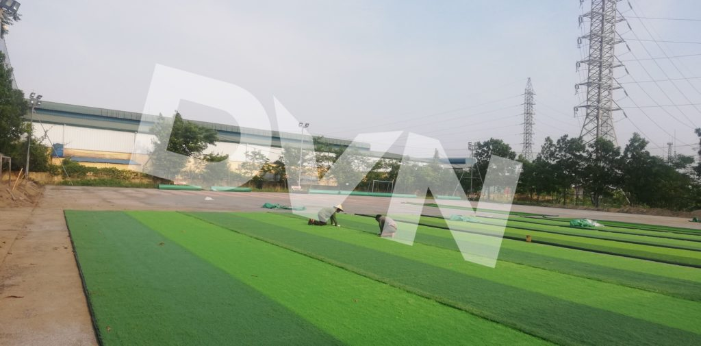 1,Một số hình ảnh thi công sân bóng cỏ nhân tạoTrường Tiểu học, THCS và THPT Hồng Đức 4
