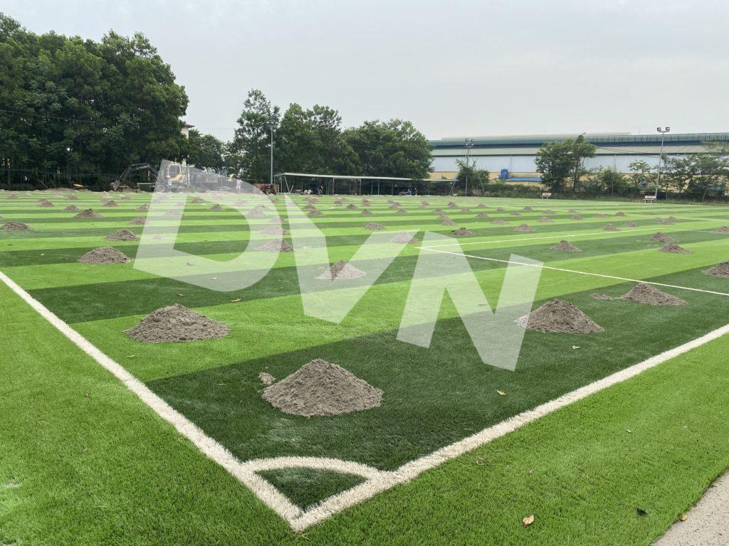 1,Một số hình ảnh thi công sân bóng cỏ nhân tạoTrường Tiểu học, THCS và THPT Hồng Đức 5