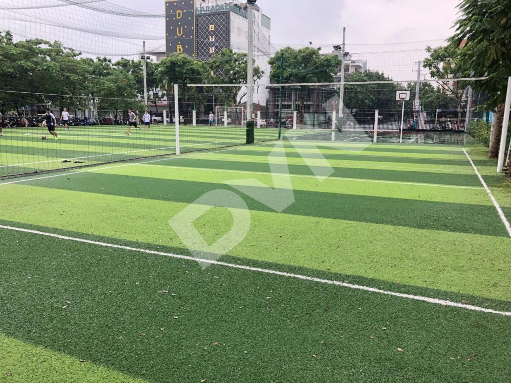 Thi công sân banh cỏ nhân tạo trường Đại học Đông Á - Đà Nẵng 1