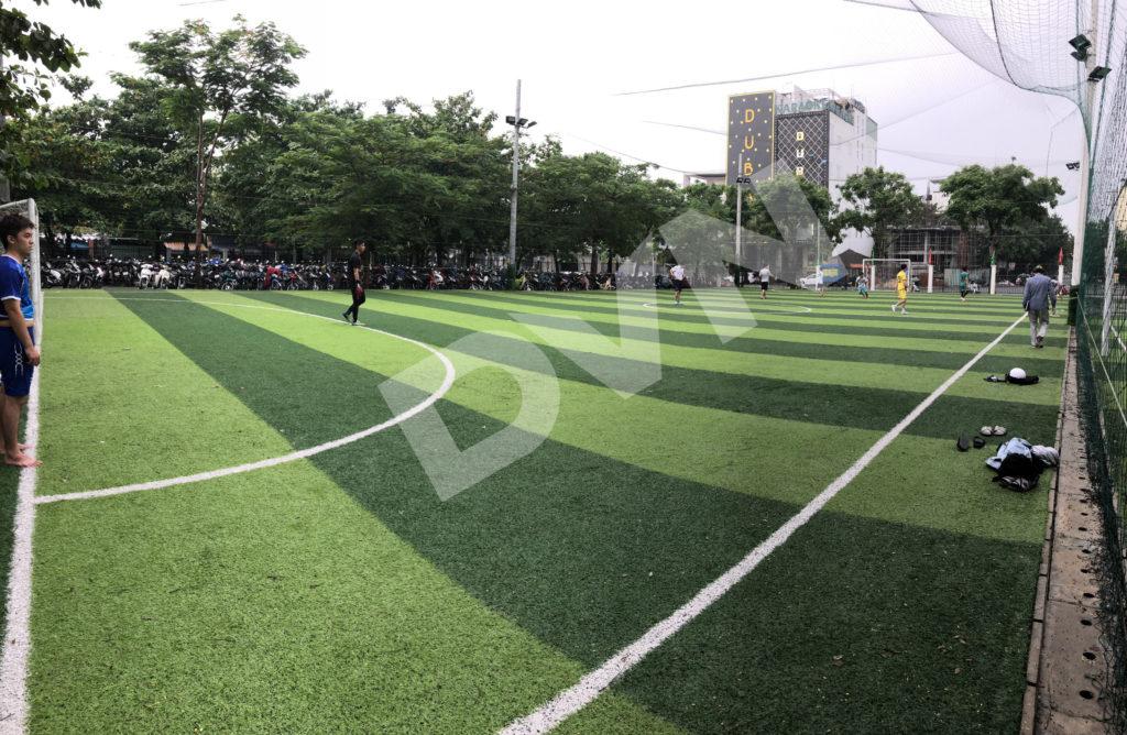 Thi công sân banh cỏ nhân tạo trường Đại học Đông Á - Đà Nẵng 2