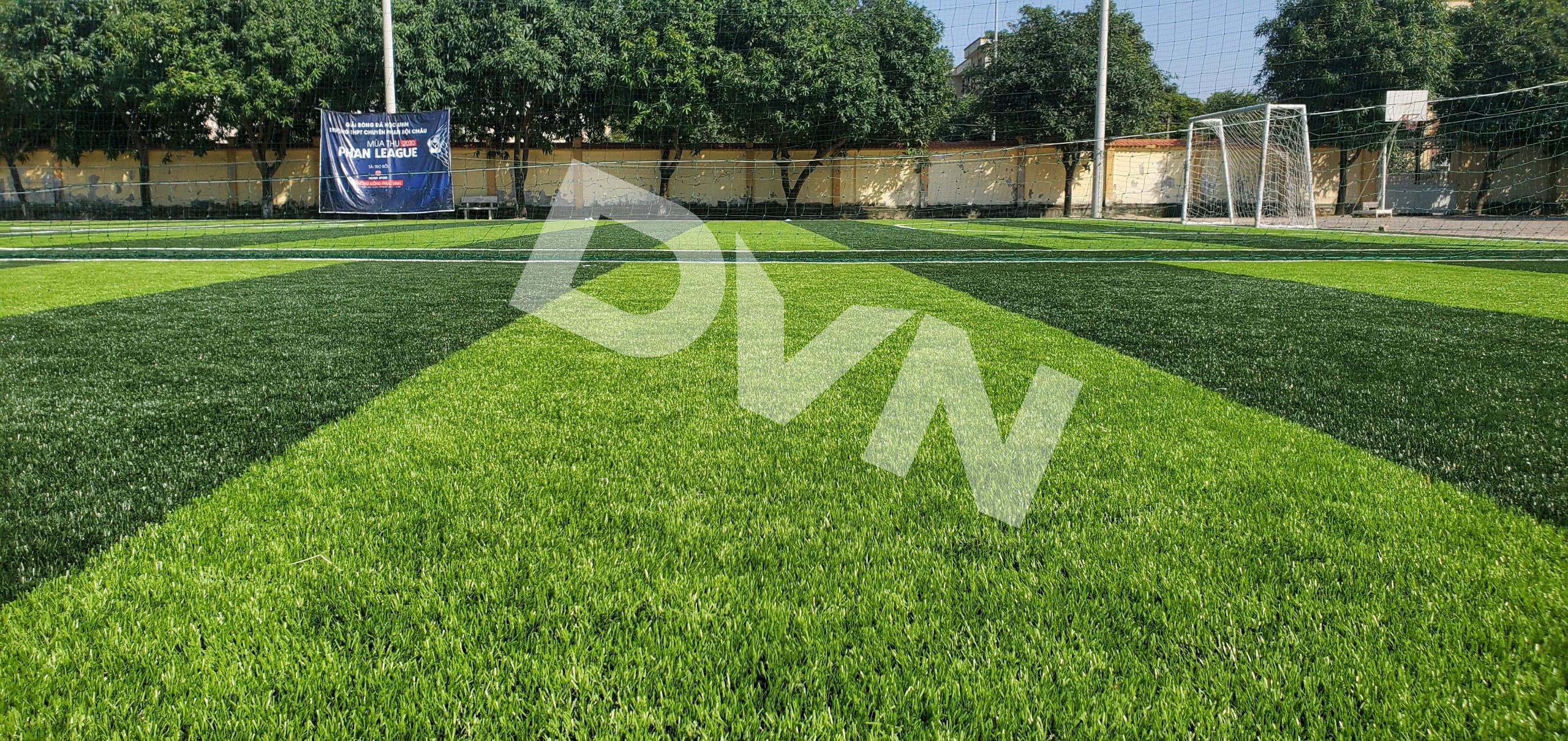 Nên chọn đơn vị thi công sân banh cỏ nhân tạo nào? 2