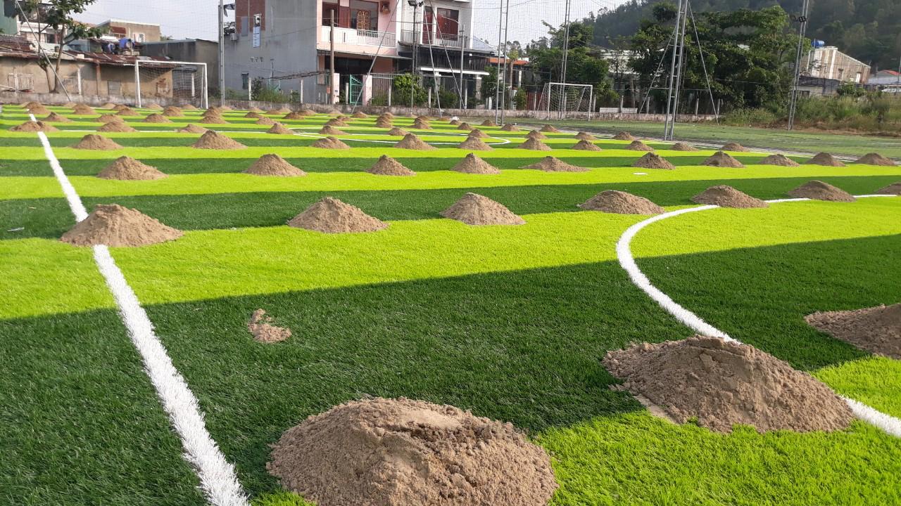 Vật liệu thi công sân bóng cỏ nhân tạo