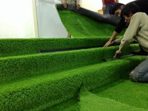 Trải cỏ mặt sân 1