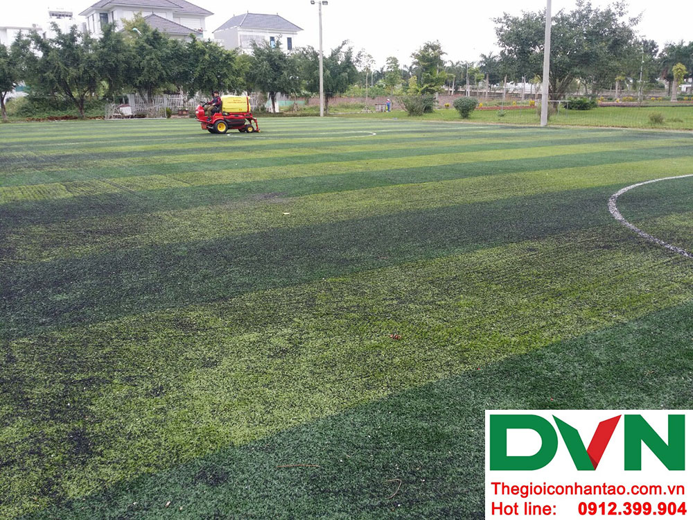 Sân cỏ nhân tạo cần bảo dưỡng sau thời gian sử dụng