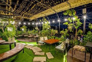 Ứng dụng cỏ nhân tạo sân vườn trong trang trí studio 1