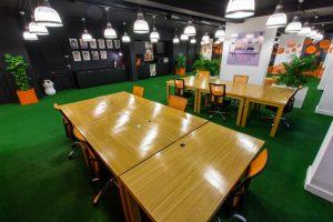 Các ý tưởng trang trí cỏ nhân tạo trong văn phòng 8
