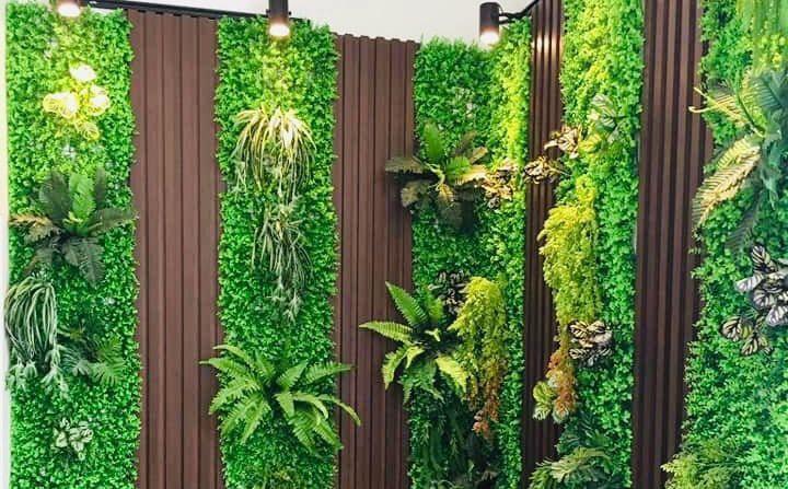 Vì sao nên sử dụng cỏ nhựa trang trí tường TP.HCM